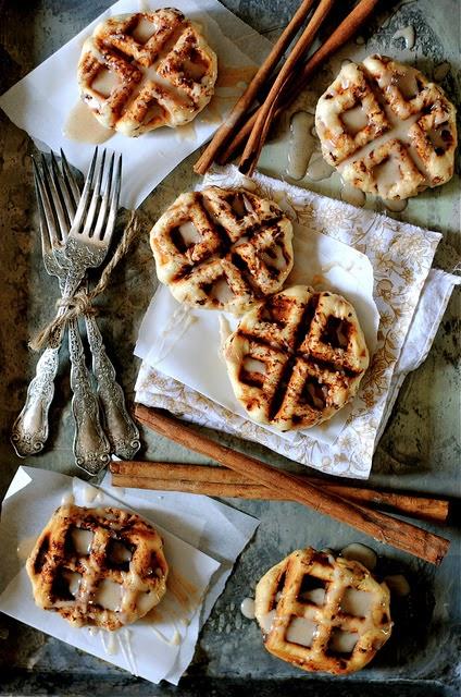 cinnamon-roll-waffles