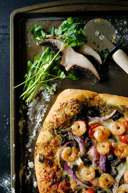 SHRIMP-PESTO-AND-MUSHROOM-PIZZA