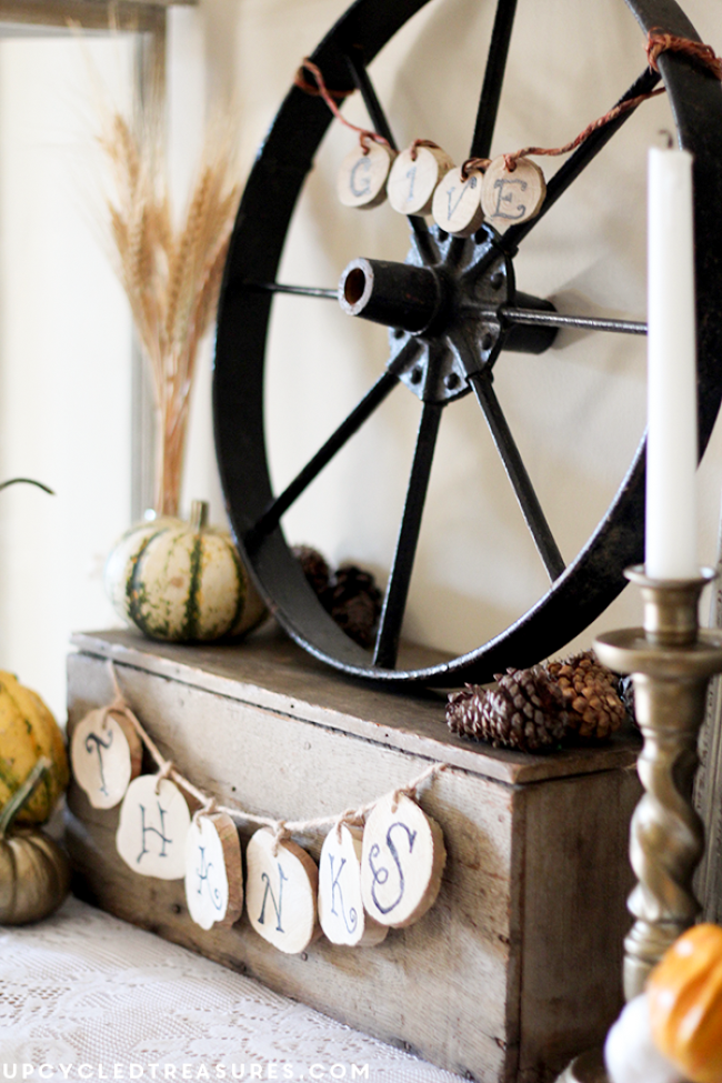wood-slice-give-thanks-decor-rustic-fall-vignette