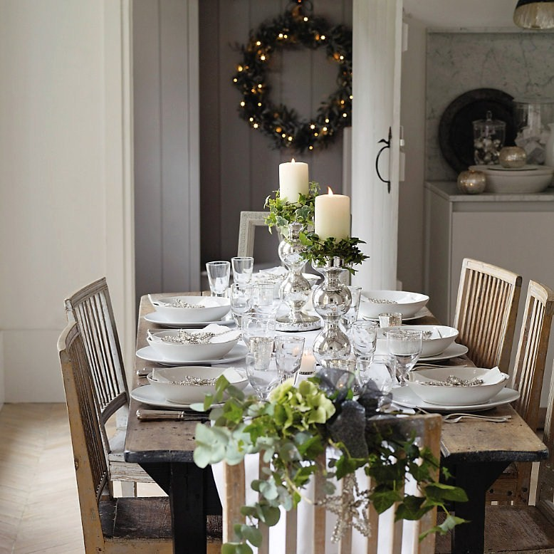 10 christmas table setting ideas how to simplify for Dining room setup ideas