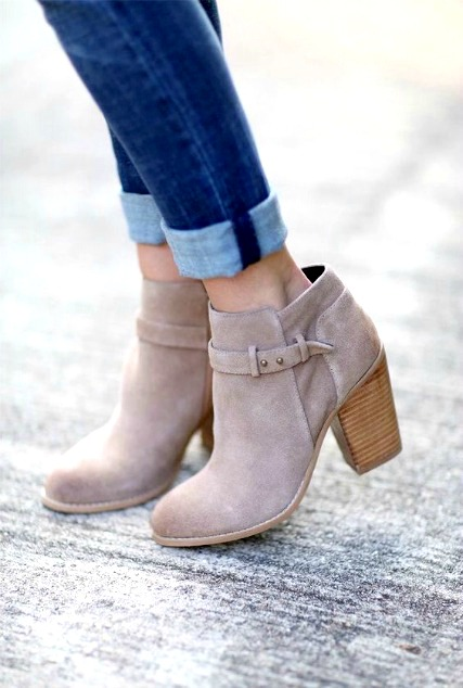 0dc50a26fbc Ways to Wear Skinny Jeans With Ankle Boots - How To: Simplify